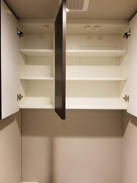 トイレ上部棚の内部