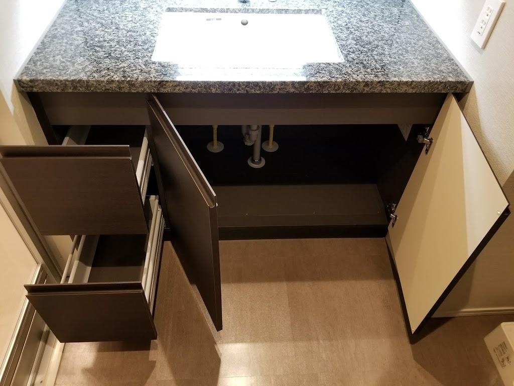洗面台下の収納スペース内部