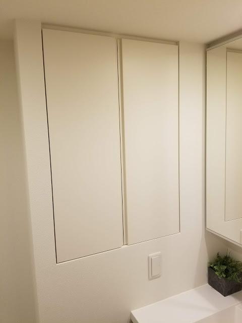 洗面台横の収納スペース