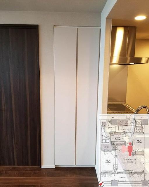 キッチン横の収納スペース