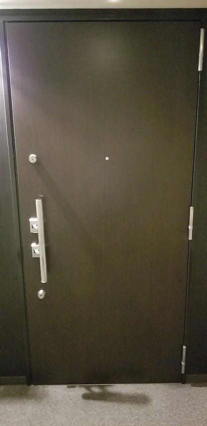 クレストフォルム日本橋水天宮の玄関のドア