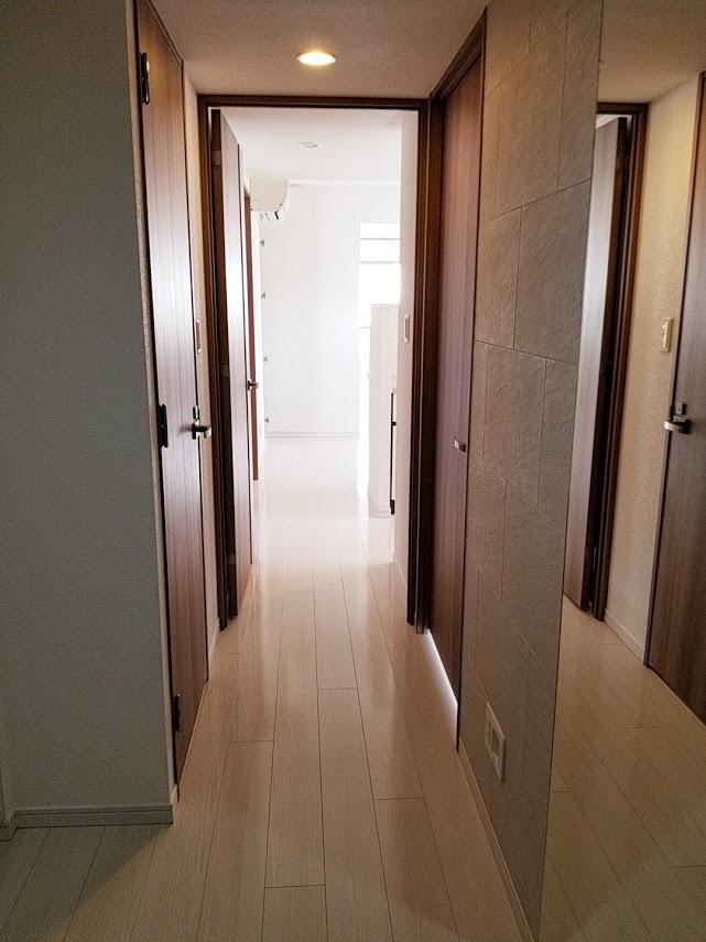 プレミスト東陽町の玄関の廊下